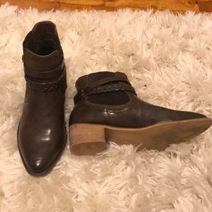 Maurice's pointed toe boot size 9